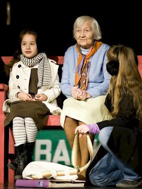zdj_cie_teatr_trzech_generacji.283x0-is